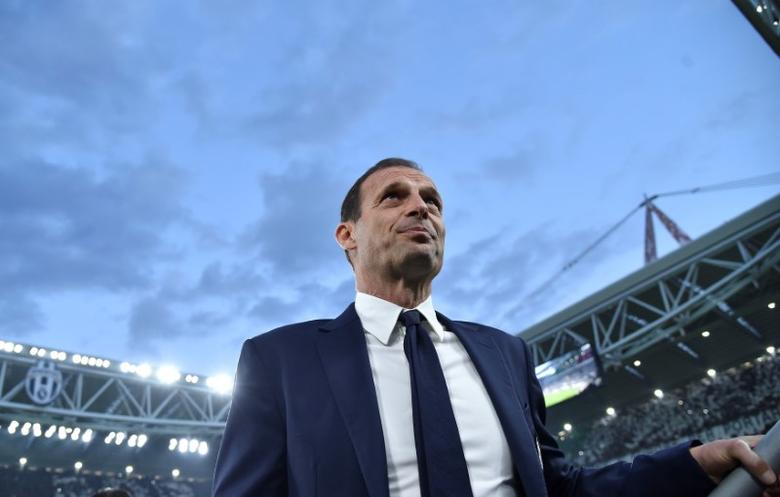 Football Soccer - Juventus v AS Monaco - UEFA Champions League Semi Final Second Leg  - Juventus Stadium, Turin, Italy - 9/5/17 - Juventus' coach Massimiliano Allegri looks on before the match. REUTERS/Alberto Lingria NO ARCHIVES.