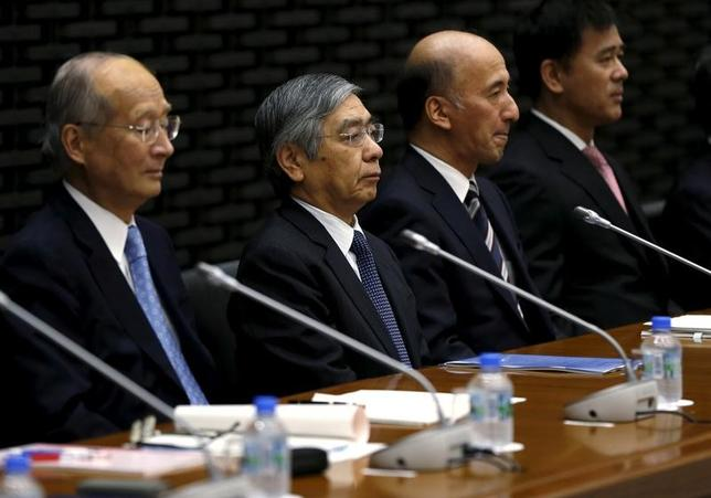 5月10日、日銀が公表した4月26、27日の金融政策決定会合の「主な意見」によると、消費者物価の上昇が鈍い中で、物価2%目標の実現に向け、現行の金融緩和策を粘り強く続けていく重要性を指摘する声が目立った。写真は4月日銀支店長会議で撮影(2017年 ロイター/Issei Kato)