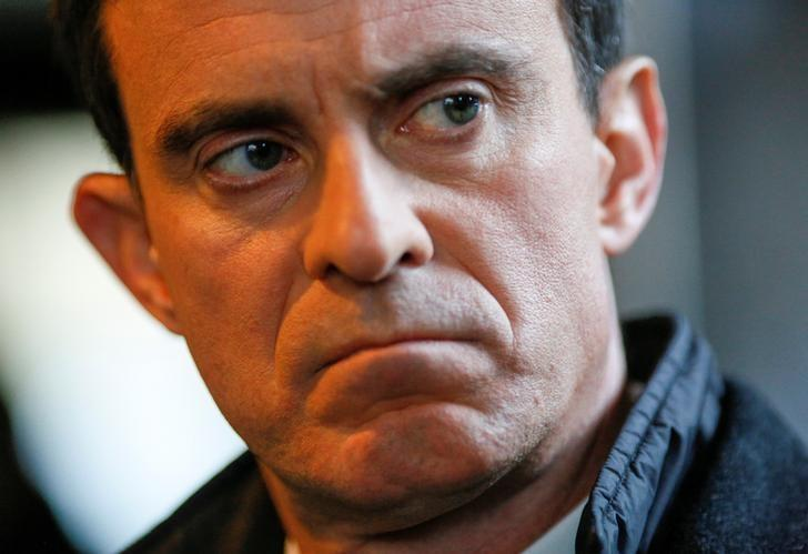 FILE PHOTO - Manuel Valls, former French prime minister and presidential primary candidate, reacts during a campaign visit in Villeurbanne, France, January 17, 2017.  REUTERS/Robert Pratta/File Photo
