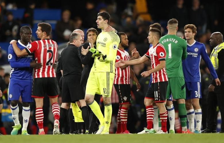 Britain Football Soccer - Chelsea v Southampton - Premier League - Stamford Bridge - 25/4/17 Chelsea manager Antonio Conte celebrates after the match with Thibaut Courtois  Action Images via Reuters / John Sibley Livepic