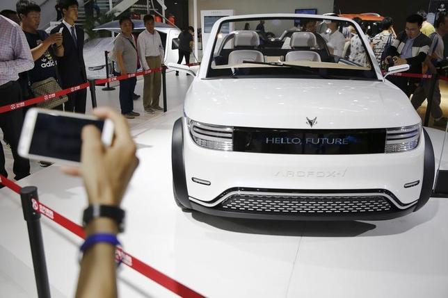 5月10日、中国が推進する新エネルギー車普及計画によって、体力の弱い自動車メーカーは市場から駆逐されるだろう。同国政府は補助金を減らしつつある。写真は2016年4月北京で撮影(2017年 ロイター/Damir Sagolj)