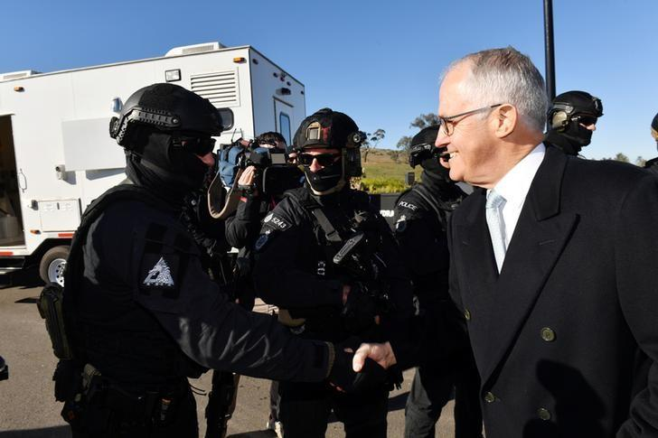 Australian Prime Minister Malcolm Turnbull tours the Australian Federal Police (AFP) Majura Forensics Facility in Canberra, Australia, May 8, 2017.  AAP/Mick Tsikas/via REUTERS