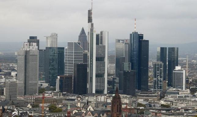 5月12日、ドイツ連邦統計庁が発表した第1・四半期の国内総生産(GDP)速報値は前期比0.6%増となり、ロイターがまとめた市場予想と一致した。写真はフランクフルトの金融街。2014年10月撮影(2017年 ロイター/Ralph Orlowski)