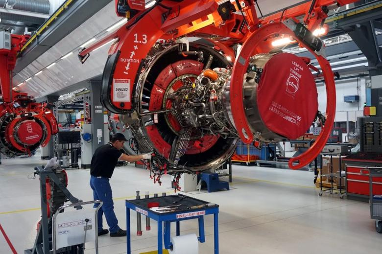 A worker on a Safran production line assembles a LEAP-1A aircraft engine co-developed with General Electric for Airbus in Villaroche, France, May 11, 2017, a day after Boeing suspeded test flights of its 737 MAX jetliner due to turbine problems with the sister LEAP-1B model.  REUTERS/Tim Hepher