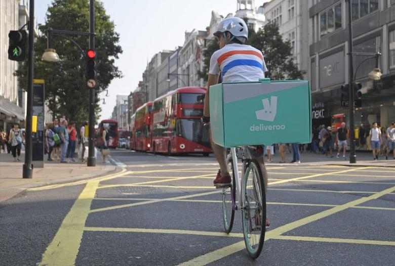 A cyclist delivers food for Deliveroo in London, Britain, September 15, 2016.  REUTERS/Toby Melville/File Photo