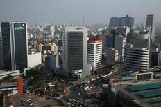"""Vista del distrito financiero de San Isidro en Lima. 5 de mayo de 2017. La economía peruana habría mostrado un crecimiento """"bastante reducido"""" en marzo, pero poco probable que sea negativo, tras la expansión mensual más débil en más de dos años en febrero, dijo el viernes el Banco Central. REUTERS/Guadalupe Pardo"""