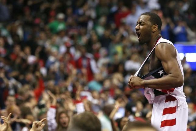 5月12日、NBAプレーオフ東カンファレンス準決勝、ウィザーズはセルティックスを92─91で下し、3勝目を挙げた。ジョン・ウォールが逆転3ポイントシュートに成功(2017年 ロイター/Geoff Burke-USA TODAY Sports)