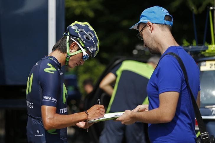 File Photo: Movistar rider Gorka Izagirre of Spain signs autographs in front of his hotel before a team training session in Utrecht, Netherlands, July 3, 2015.  REUTERS/Benoit Tessier