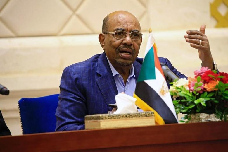 FILE PHOTO: Sudan's President Omar Hassan al-Bashir speaks during a press conference after the oath of the prime minister and first vice president Bakri Hassan Saleh at the palace in Khartoum, Sudan March 2, 2017. REUTERS/Mohamed Nureldin Abdallah