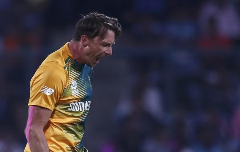 South Africa's Dale Steyn celebrates taking the wicket of Sri Lanka's Thisara Perera.  REUTERS/Adnan Abidi  Picture Supplied by Action Images