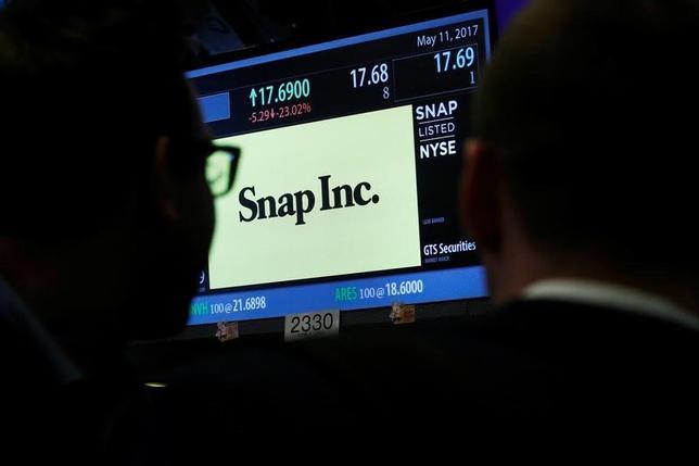 5月12日、写真・動画共有アプリのスナップチャットを運営する米スナップの株式を3月末時点で米国で最大手級のミューチュアルファンドやヘッジファンドの一部が保有していたことが、ファンド各社が米証券取引委員会(SEC)に提出した資料で明らかになった。写真はニューヨーク証券取引所で11日撮影(2017年 ロイター/Brendan McDermid)