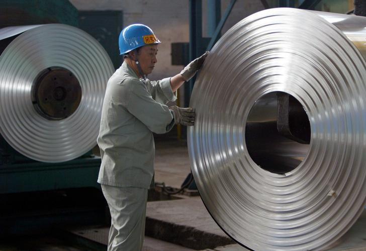 资料图片:2006年8月,武汉市郊一家冷卷板工厂。REUTERS/Alfred Cheng Jin