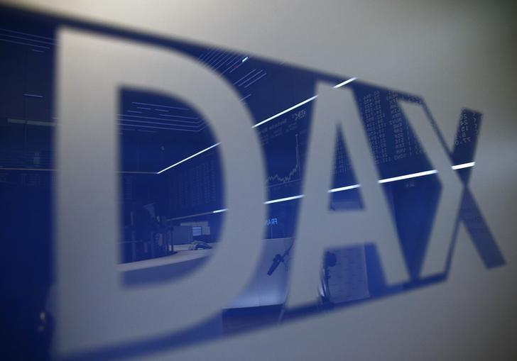 The trading floor of the Frankfurt's stock exchange is reflected in a DAX sign in Frankfurt, Germany January 7, 2016. REUTERS/Kai Pfaffenbach/Files