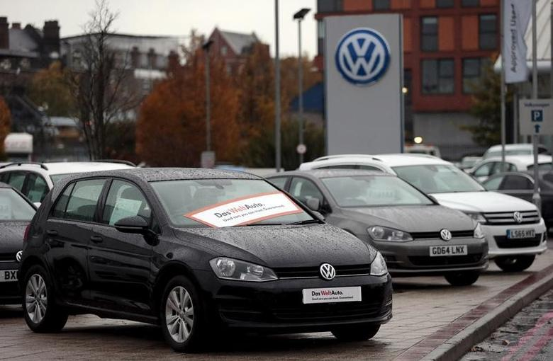Volkswagen cars are parked outside a VW dealership in London, Britain November 5, 2015.  REUTERS/Suzanne Plunkett/File Photo