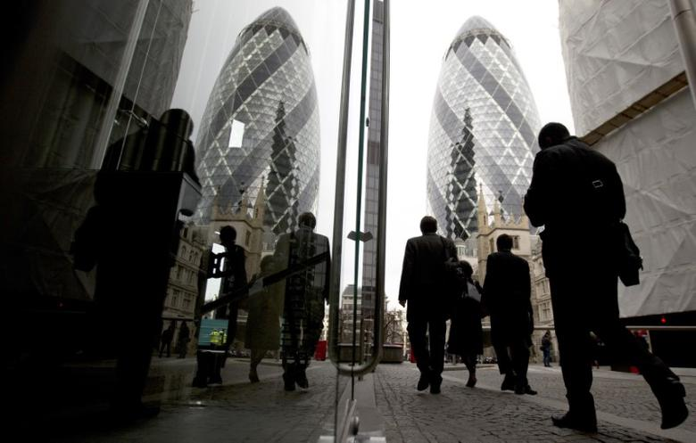 FILE PHOTO: Workers walk through the City of London March 19, 2014. REUTERS/Neil Hall