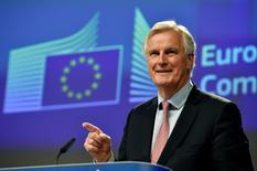 El negociador jefe de la UE para Brexit, Michel Barnier, habla durante una conferencia de prensa en Bruselas, Bélgica. 3 de mayo 2017. Aún no hay cifras para un acuerdo financiero entre Reino Unido y la Unión Europea, ya que sólo pueden establecerse una vez que ambas partes decidan una metodología común de cálculo y se tenga en cuenta la fecha de salida, dijo el miércoles el negociador jefe de la UE para el Brexit, Michel Barnier. REUTERS/Eric Vidal