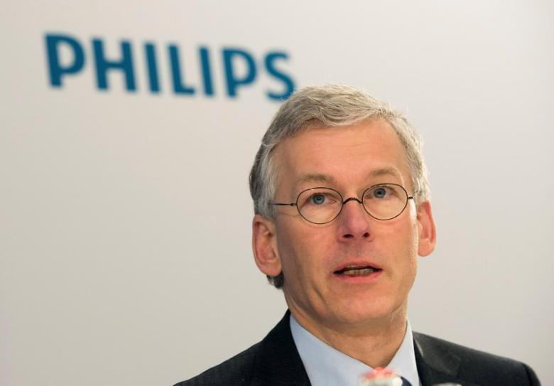 FILE PHOTO - Frans van Houten, chief executive (CEO) of Philips, speaks during the presentation of the 2013 full-year results in Amsterdam, Netherlands, January 28, 2014.  REUTERS/Toussaint Kluiters/United Photos/File Photo