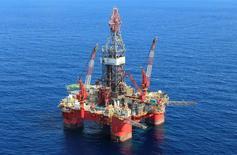 Vista de una plataforma en aguas profundas del Golfo de México frente a la costa de Veracruz. 17 de enero de 2014. México anunció el miércoles los valores máximos y mínimos para las variables de adjudicación de las primeras tres licitaciones petroleras de la Ronda 2, que se realizarán a mediados del año. REUTERS/Henry Romero
