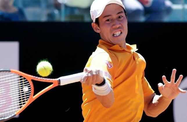 5月17日、テニスのイタリア国際、男子シングルス2回戦で錦織圭(写真)はダビド・フェレールを7─5、6─2で下して16強入りした(2017年 ロイター/Max Rossi)