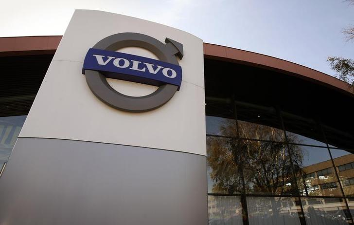 The logo of Volvo is seen at the main entrance to a customer showroom at company headquarters in Gothenburg September 23, 2008. REUTERS/Bob Strong/Files