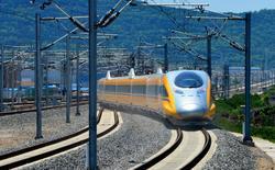 El tren de bala de alta velocidad que conecta a Baoji y Lanzhou es representado durante una prueba en la provincia de Shaanxi, China. 16 de mayo 2017. La inversión extranjera directa (IED) en China cayó 0,1 por ciento a 286.410 millones de yuanes (41.600 millones de dólares) en los primeros cuatro meses del 2017 comparado con el mismo período del año anterior, dijo el jueves el Ministerio de Comercio.  REUTERS/Stringer