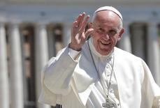 البابا فرنسيس في ساحة القديس بطرس بالفاتيكان يوم 17 مايو ايار 2017. تصوير: ماكس روسي - رويترز.