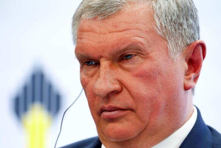 FILE PHOTO - Head of Russian state oil firm Rosneft Igor Sechin attends a session of the St. Petersburg International Economic Forum 2016 (SPIEF 2016) in St. Petersburg, Russia, June 16, 2016. REUTERS/Sergei Karpukhin/Files