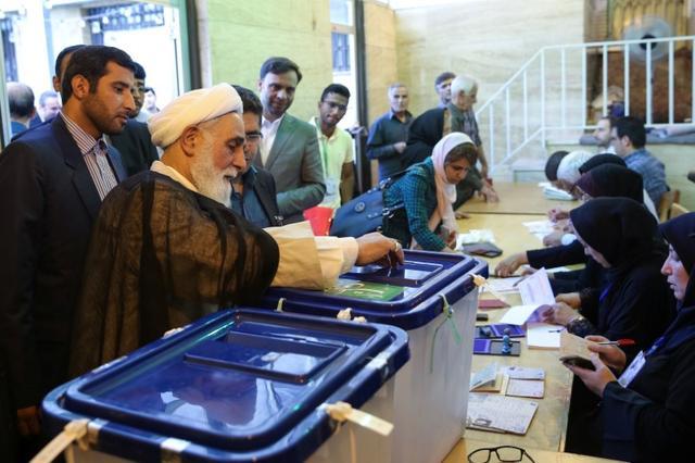 Ali Akbar Nategh-Nouri casts his vote into a ballot box during the presidential election in Tehran, Iran, May 19, 2017. TIMA via REUTERS