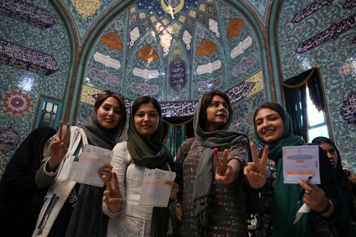 Iranian women show their ink-stained fingers after casting their votes during the presidential election in Tehran, Iran, May 19, 2017. TIMA via REUTERS ATTENTION EDITORS - THIS IMAGE WAS PROVIDED BY A THIRD PARTY. FOR EDITORIAL USE ONLY.