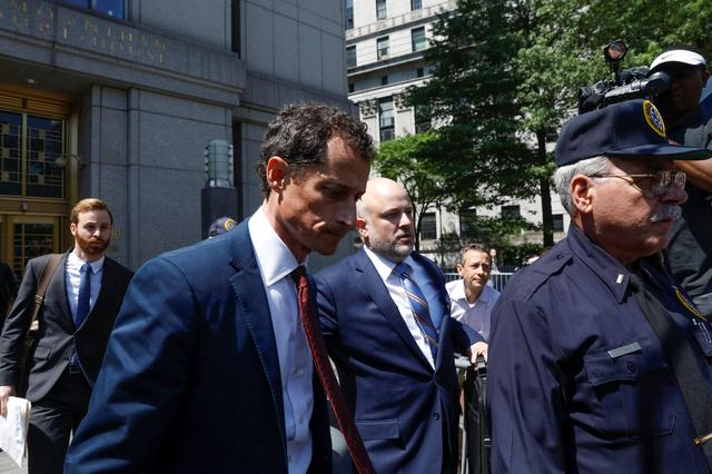 Former U.S. Congressman Anthony Weiner exits U.S. Federal Court, after pleading guilty to one count of sending obscene messages to a minor, ending an investigation into a ''sexting'' scandal that played a role in last year's U.S. presidential election, in New York City, U.S., May 19, 2017. REUTERS/Brendan McDermid