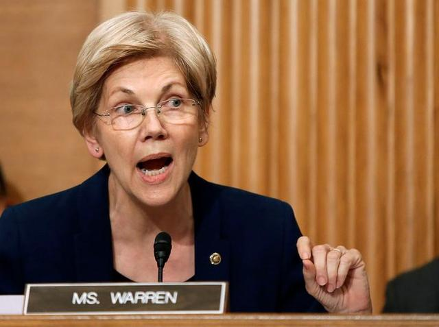 U.S. Senator Elizabeth Warren (D-MA) questions Wells Fargo CEO John Stumpf (not pictured) during his testimony before a Senate Banking Committee hearing on the firm's sales practices on Capitol Hill in Washington, U.S., September 20, 2016.   REUTERS/Gary Cameron - RTSOMAA