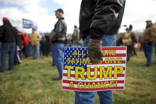 5月18日、トランプ大統領の熱烈な支持者を含む多くのアメリカ人にとって、「ワシントンの危機」は、大統領による過失の可能性やトランプ陣営とロシアとの癒着疑惑を指すものではない。写真はペンシルバニア州で3月撮影(2017年 ロイター/Mark Makela)