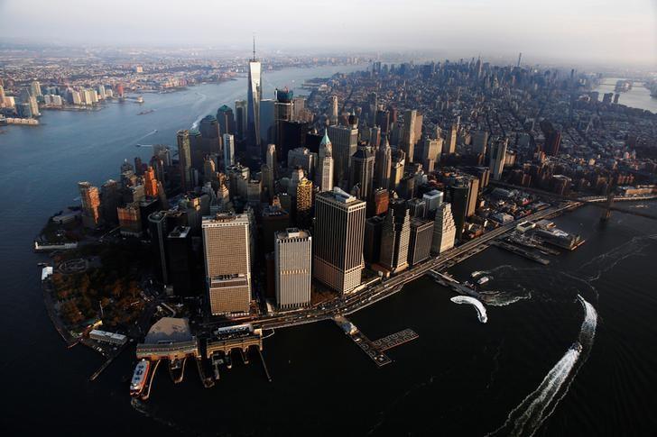 资料图片:2016年11月,清晨时分俯视纽约曼哈顿。REUTERS/Lucas Jackson