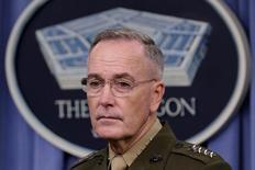 الجنرال جوزيف دانفورد رئيس هيئة الأركان المشتركة في إفادة صحفية في واشنطن يوم الجمعة. تصوير: يوري جريباس - رويترز