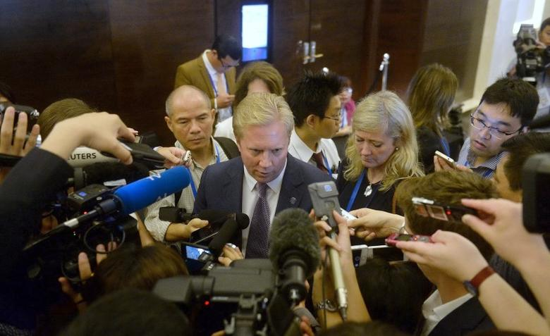 New Zealand's Trade Minister Todd McClay (C) is mobbed by reporters at the end of the meeting TPP11 (gathering all Tran-Pacific Pact member countries except the United States) held on the sideline of the Asia-Pacific Economic Cooperation ( APEC) 's 23rd Ministers responsible for Trade Meeting being held in Hanoi on May 21, 2017. REUTERS/Hoang Dinh Nam/Pool
