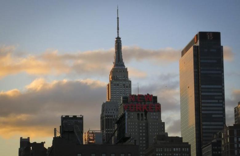 资料图片:2014年4月,纽约,晨曦中的曼哈顿天际线。REUTERS/Carlo Allegri