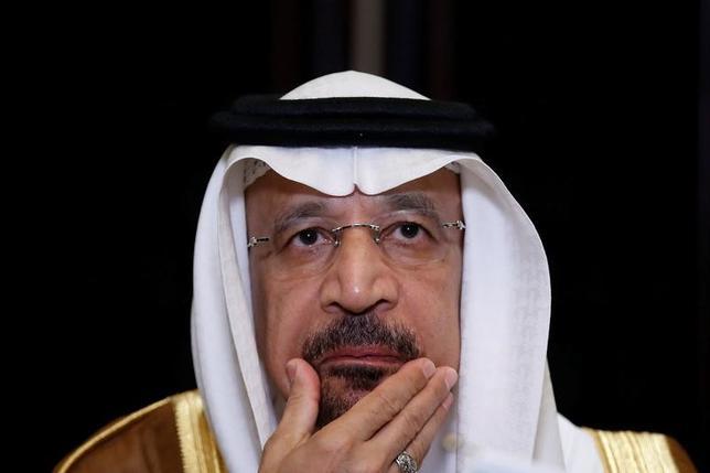5月22日、イラク石油省の報道官は、サウジアラビアのファリハ・エネルギー産業鉱物資源相が同日イラクを訪問し、石油輸出国機構(OPEC)が主導する減産合意の延長について、イラクの石油相と協議すると述べた。写真は北京で15日撮影(2017年 ロイター/Aly Song)