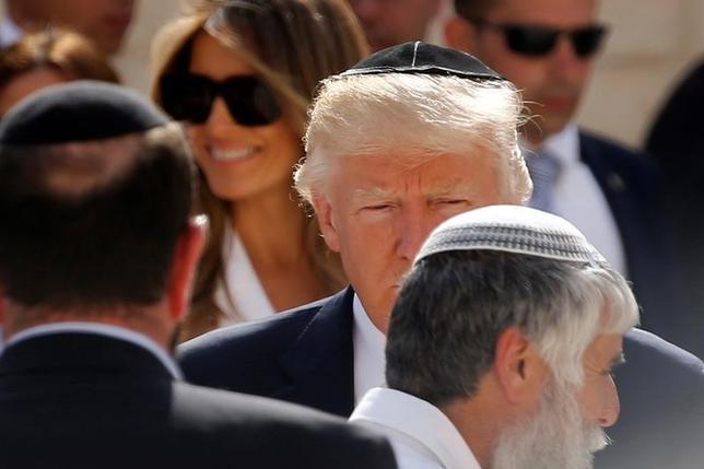 5月22日、関係筋によると、トランプ米大統領は、ロシアの米大統領選関与疑惑を巡る捜査で、大統領に助言などを行う外部弁護士を起用する考えで、候補を4人に絞り込んだ。訪問先のエルサレムで撮影(2017年 ロイター/Jonathan Ernst)