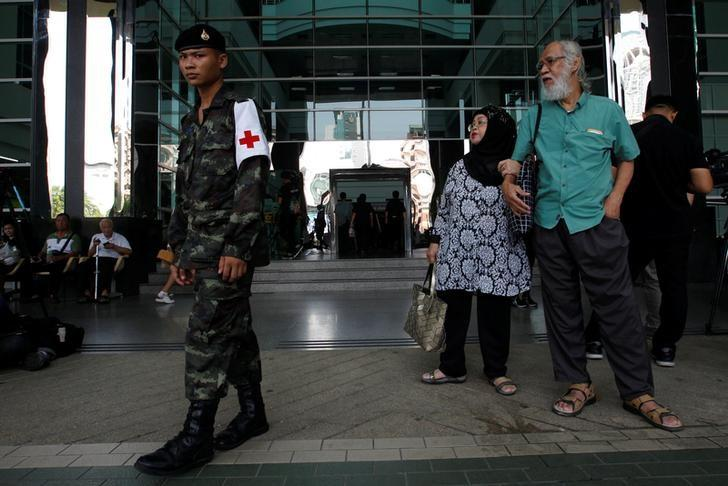 A Thai military personnel stands guard at the Phramongkutklao Hospital in Bangkok, Thailand, May 23, 2017. REUTERS/Chaiwat Subprasom