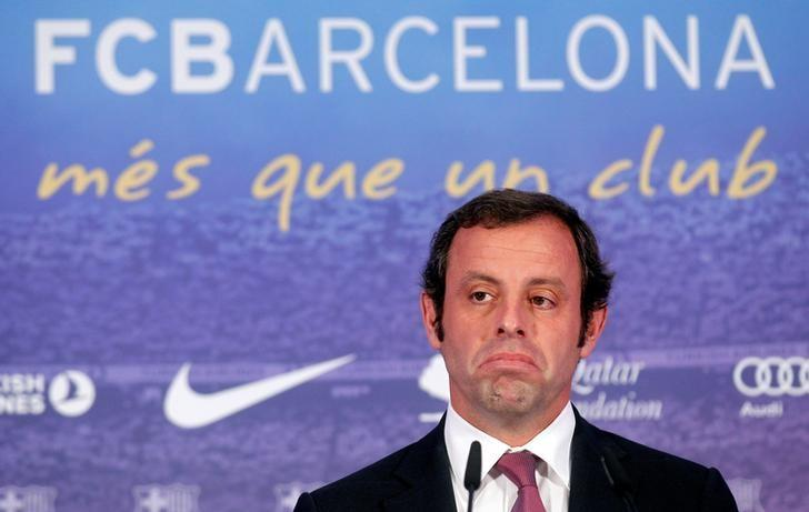 Barcelona's president Sandro Rosell reacts during a news conference near Camp Nou stadium in Barcelona, Spain June 13, 2013. REUTERS/Albert Gea/Files