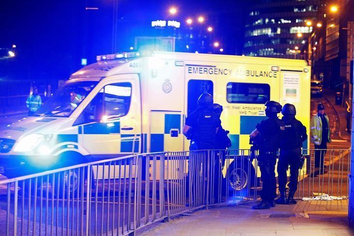 2017年5月23日,英国曼彻斯特体育场附近的武装警察。REUTERS/Andrew Yates