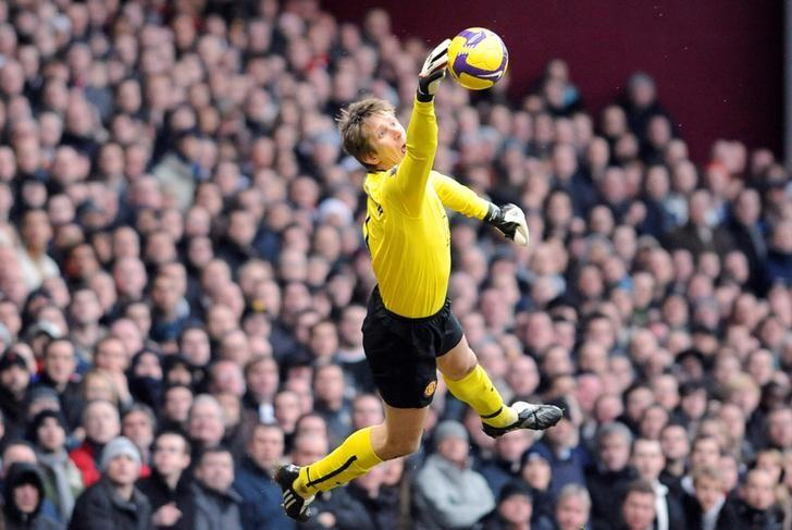 Manchester United's goalkeeper Edwin Van Der Sar makes a save against West Ham in their English Premier League soccer match at Upton Park in London, Britain, February 8, 2009. REUTERS/Russell Cheyne/Files