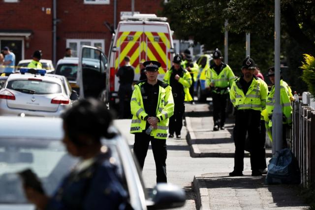 Police officers take part in an operation on a residential street in Manchester, Britain May 23, 2017. REUTERS/Stefan Wermuth