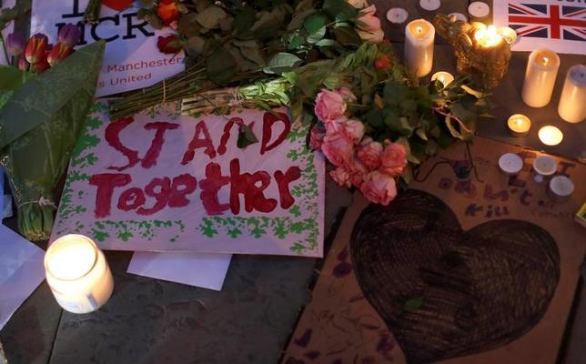 5月23日、英マンチェスターで22人が死亡した22日の自爆攻撃について、過激派組織「イスラム国」(IS)が素早く犯行声明を出したことは、驚くに値しない。写真はマンチェスターで23日撮影(2017年 ロイター/Peter Nicholls)