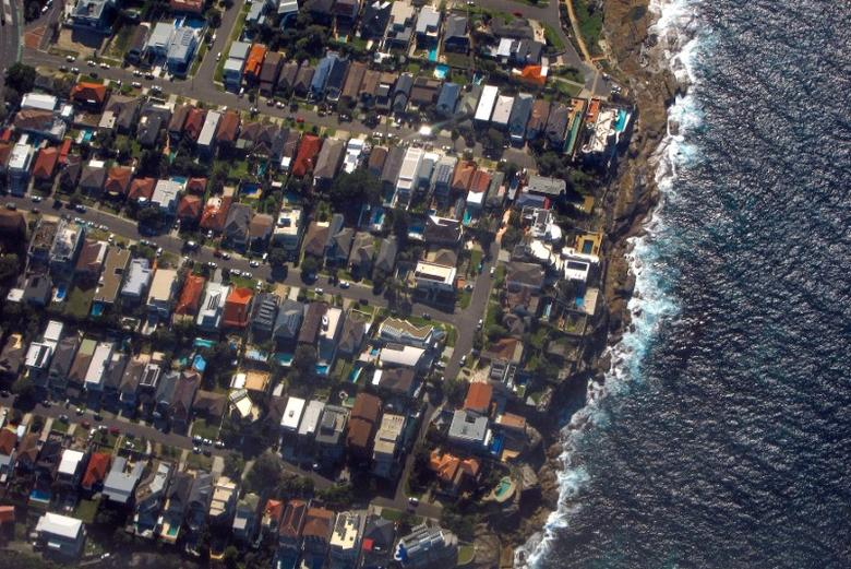 Houses located in the Sydney suburb of Coogee can be seen along the coastline in Australia, July 26, 2016.  REUTERS/David Gray