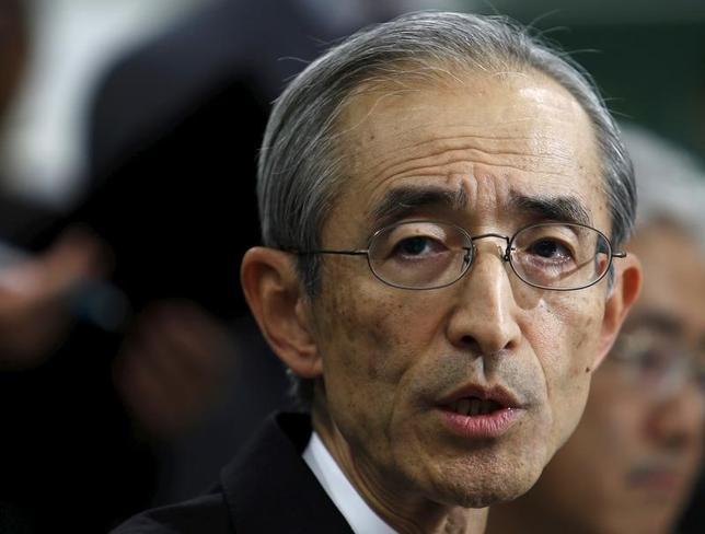 5月24日、三菱UFJフィナンシャル・グループ(MUFG)の中核銀行、三菱東京UFJ銀行が突然のトップ交代となった。後任には同期の三毛兼承副頭取が就く。三毛氏はこれまでトップ候補に挙がったことはなく手腕は未知数。このため、強いけん引力でグループを率いる平野信行MUFG社長(写真)の求心力が一段と高まるとみられる。2015年11月撮影(2017年 ロイター/Yuya Shino)