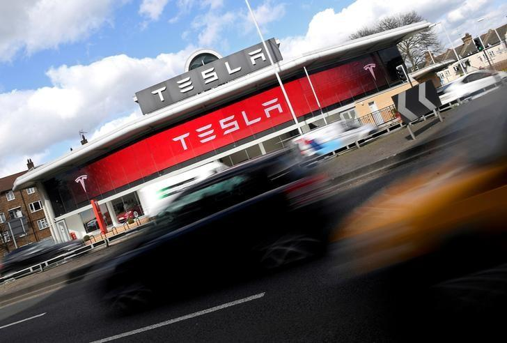 A Tesla car showroom is seen in west London, Britain on March 21, 2017.  REUTERS/Toby Melville/Files