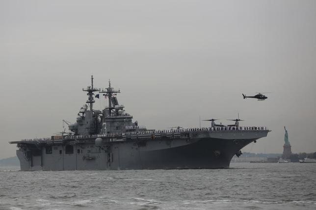 The U.S. amphibious assault ship USS Kearsarge arrives in New York Harbor to mark the beginning of Fleet Week in New York, U.S., May 24, 2017. REUTERS/Shannon Stapleton - RTX37EWE