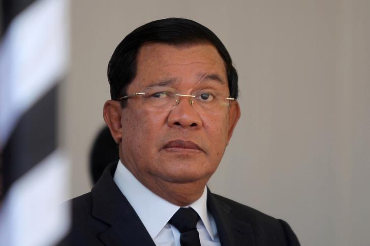 FILE PHOTO:Cambodian Prime Minister Hun Sen attends the funeral of Cambodia's late Deputy Prime Minister Sok An in Phnom Penh, Cambodia, March 19, 2017. REUTERS/Samrang Pring/File Photo