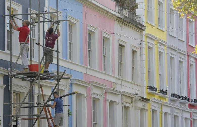 FILE PHOTO - Scaffolders work on a residential street in Notting Hill in central London October 8, 2013. REUTERS/Toby Melville